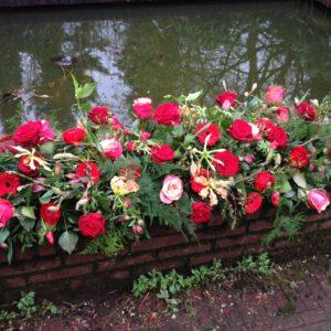 Kistbedekking rode rozen